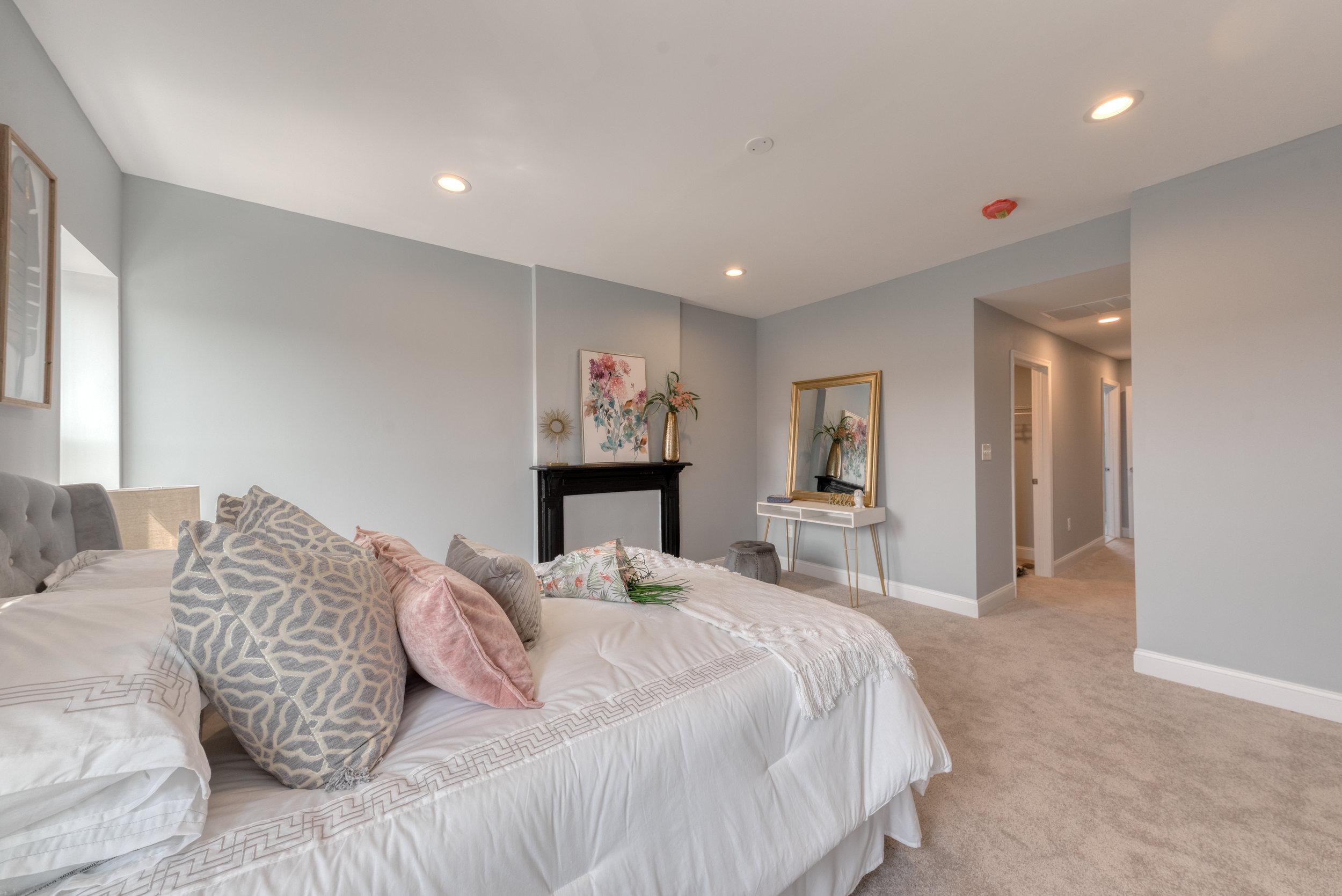 1534 N Broadway-Bedroom 4.JPG
