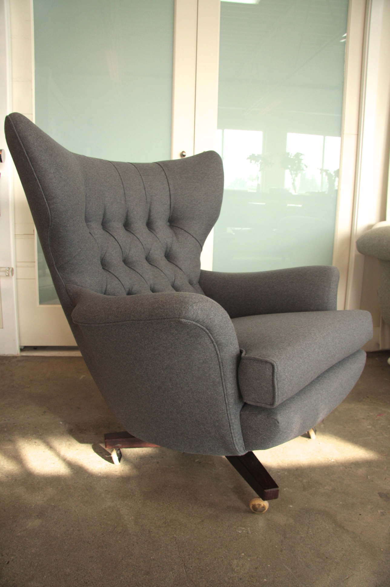 Mid Century Modern swivel chair, with diamond tufting detail and piping trim.