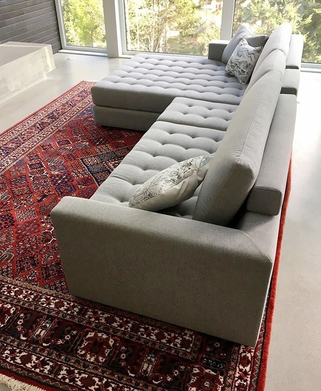 Contemporary tufted seat, top quality frame and foam