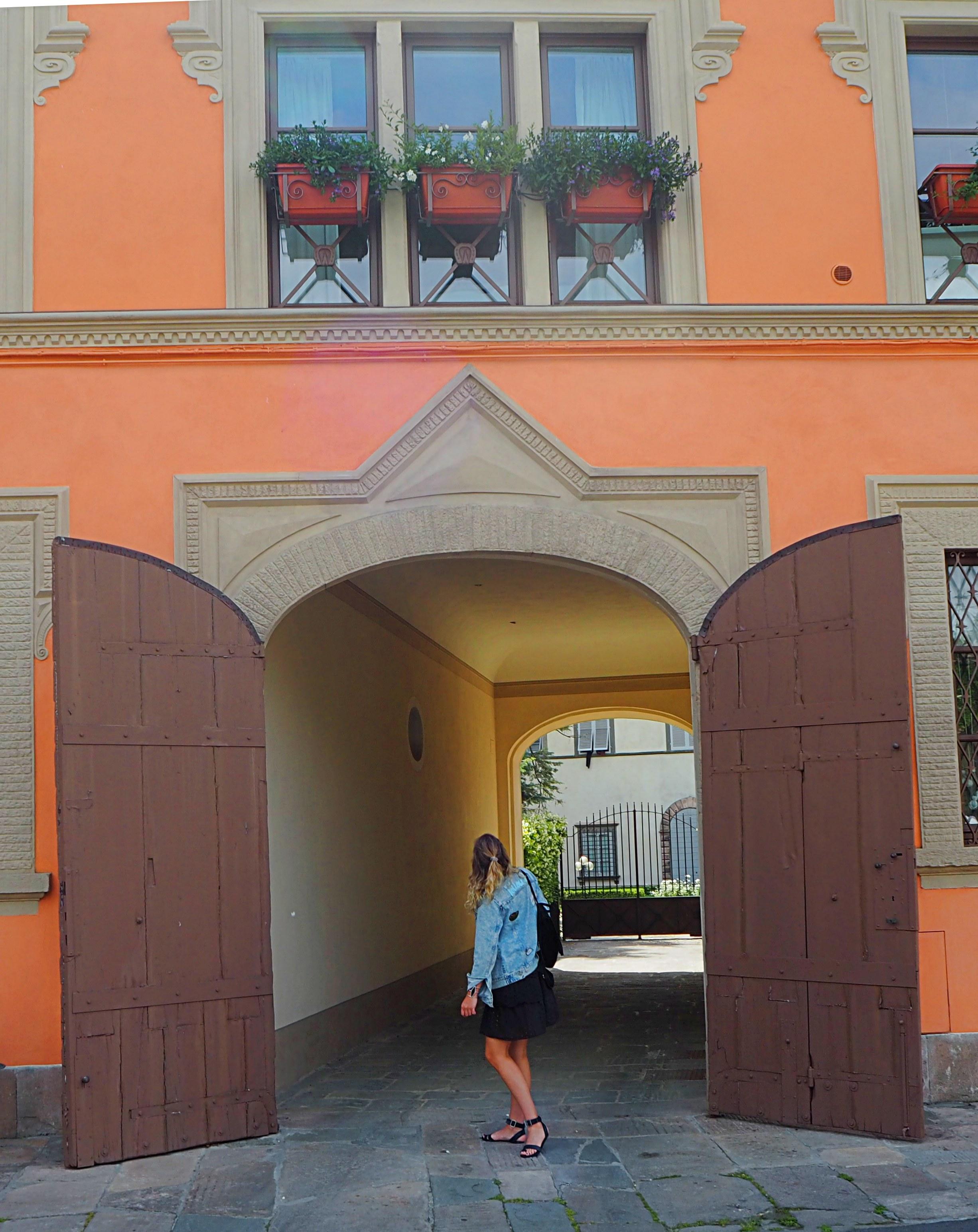 Femle Traveler Roaming through Lucca