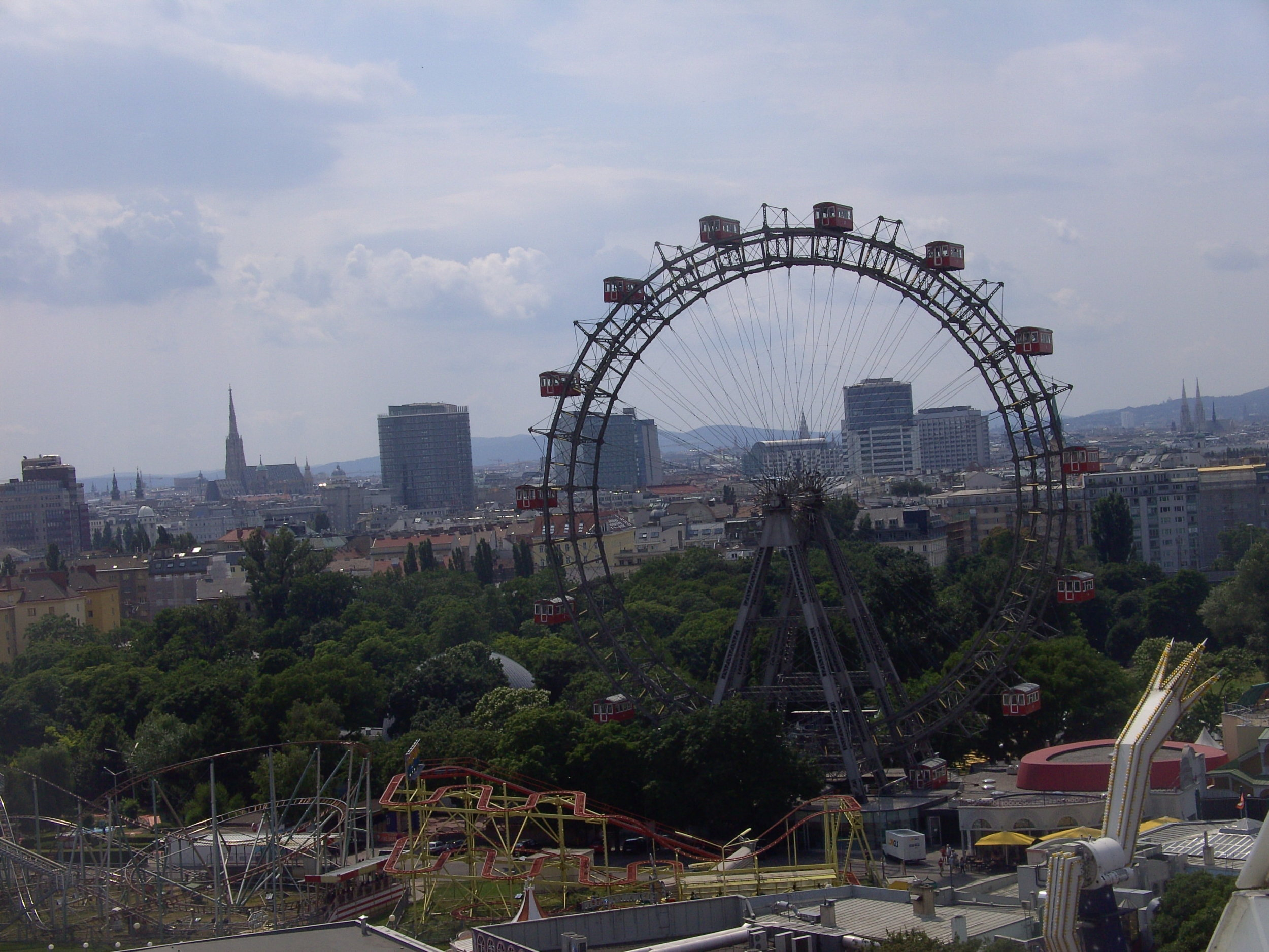 This is the famous Ferris Wheel - as seen from the other one ;)