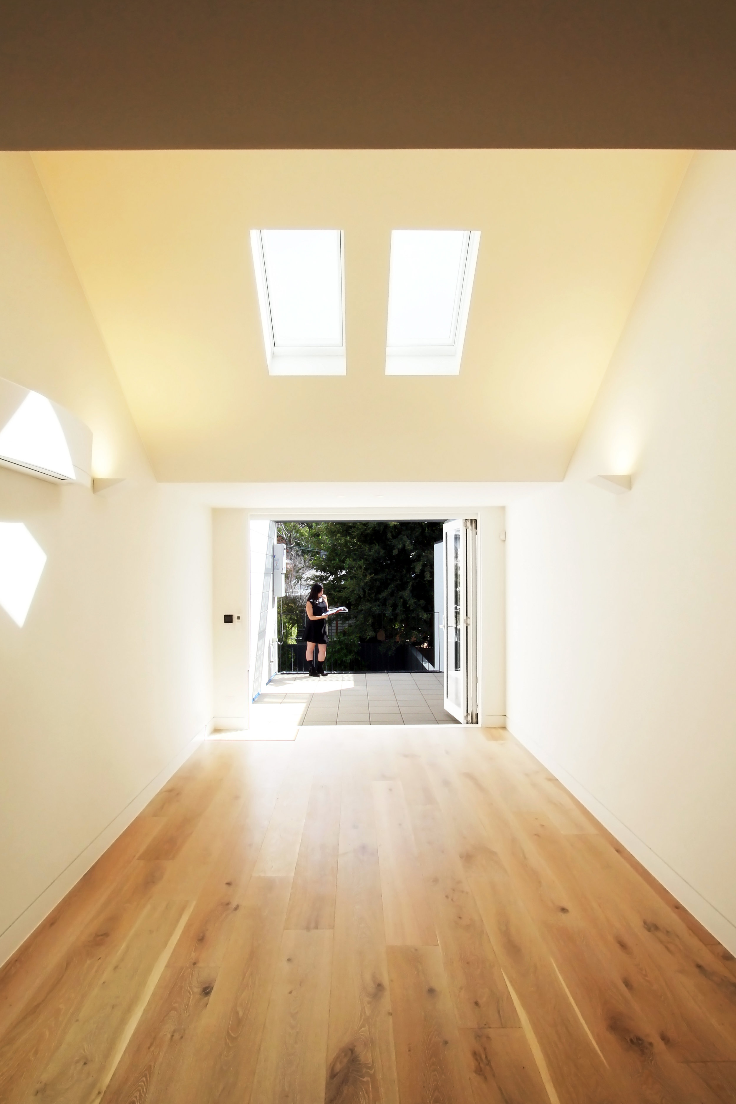 Website | File | Terence Yong Architecture | 3 Townhouses in Balmain : Siblings | House B | Flexible Living-Dining areas and a Northerly Terrace beyond.jpg