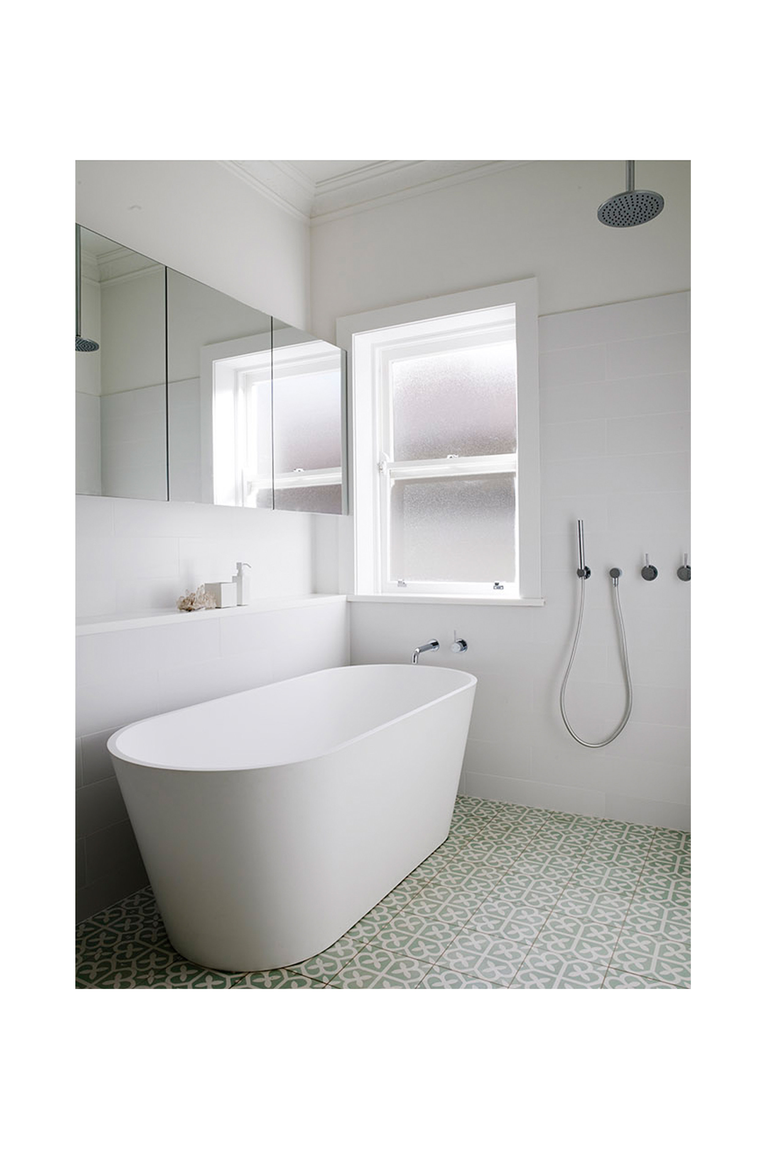 Website | File | Terence Yong Architecture | Coogee House : 2 in 1 | Alteration | A contemporary and elegant bathroom design with a touch of retro charm | 02.jpg