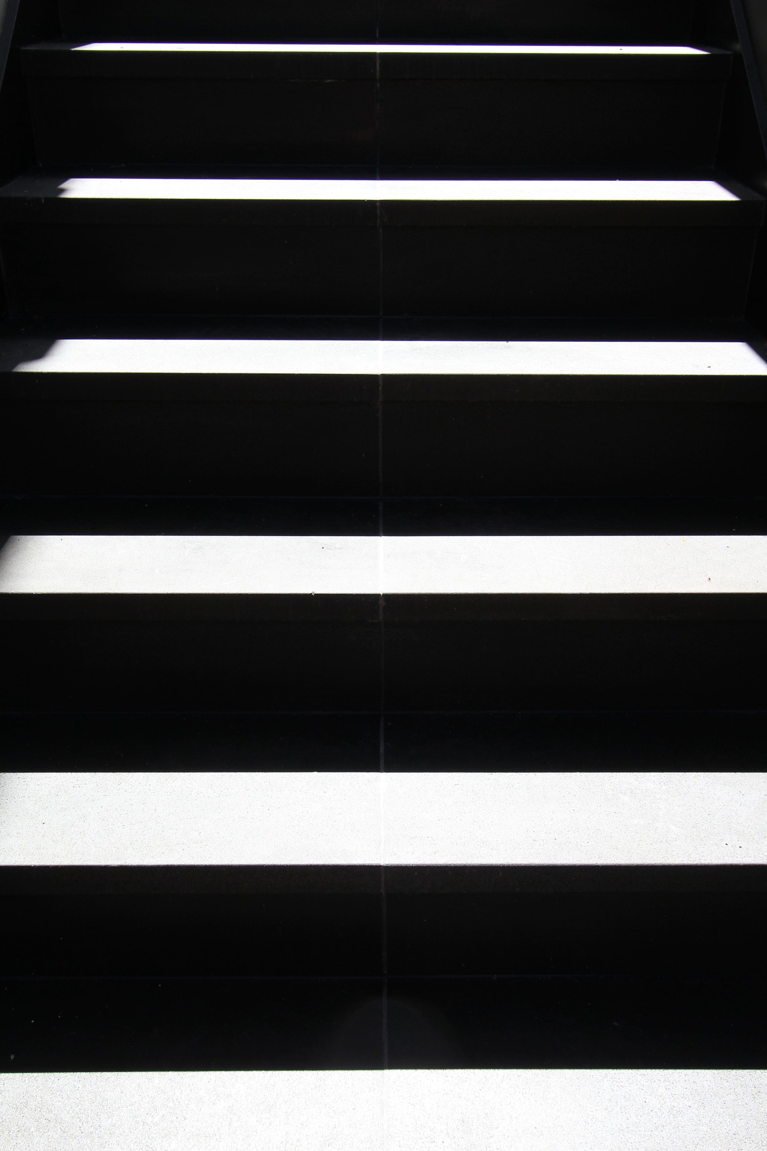 Website | File | Terence Yong Architecture | 3 Townhouses in Balmain : Siblings | Open corridor | A sculptural effect of light and shadows on the public entry stair.jpg