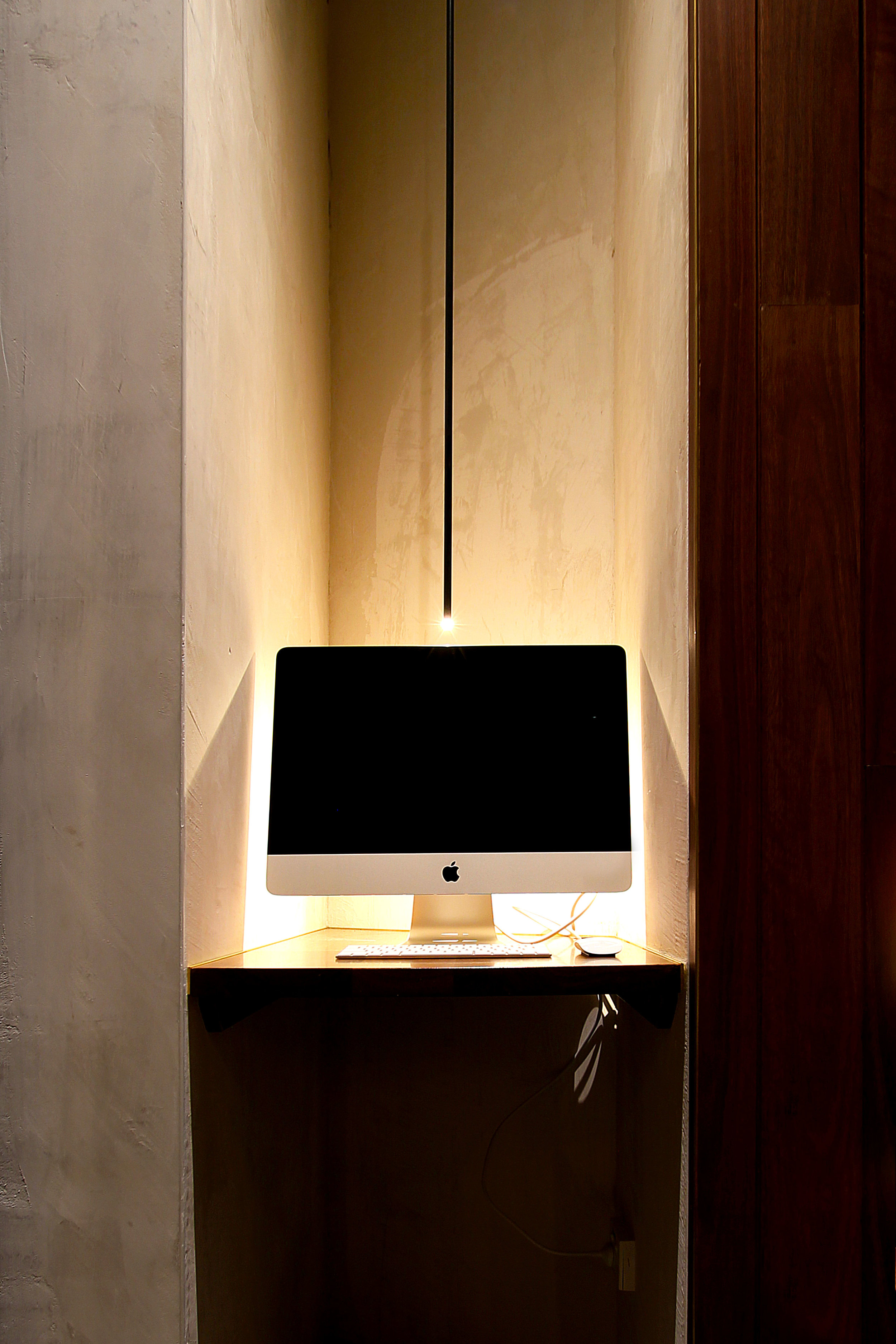 TYA Photography | Little Albion Guest House | Computer Station | Winter | Evening 01 | A6958.jpg