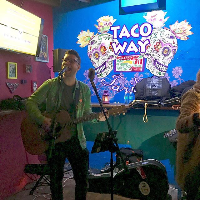 Super enjoyable gig at @tacowaytarifa last night in aid of the non-profit charity ADDL (Asociación y Desarrollo Doaur Laraiche). A small charity which was primarily set up to help improve the living conditions of the people of the small moroccan village, Douar Laraiche - www.douarlaraiche.com 🎤 🕯 🎸 🍹 #singer #musician #singerguitarist  #boses1pro #boseprofessional #tarifa #charity #visitgibraltar #eventprofs #martinguitars #livemusic #singersongwriter #loopstation #superdry
