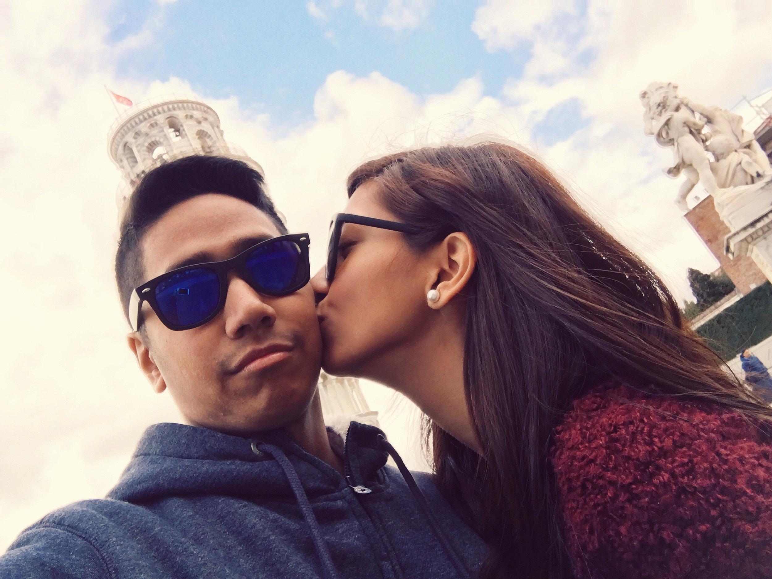 vergs-roxci-kiss-couple.JPG