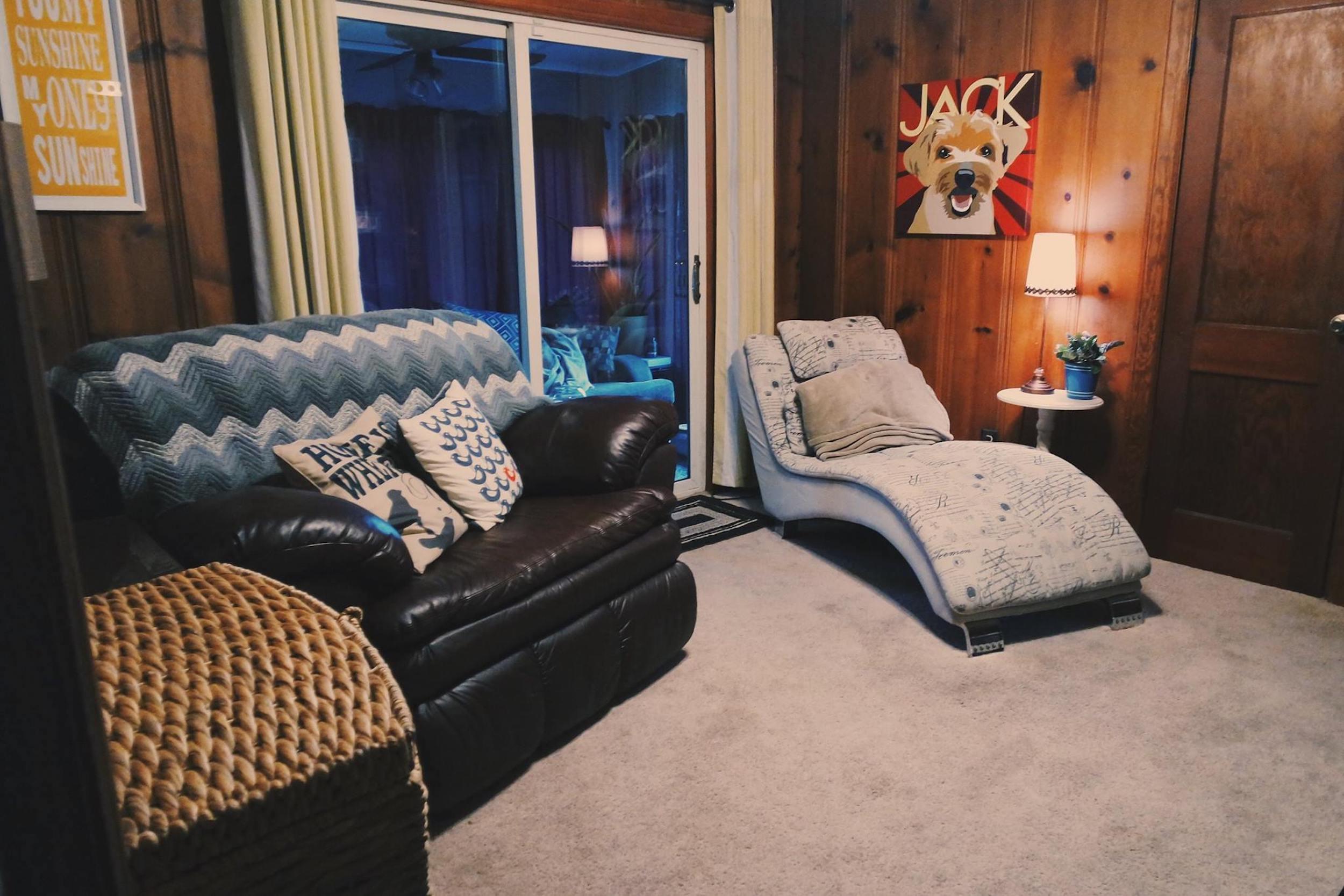 living room airbnb virginia