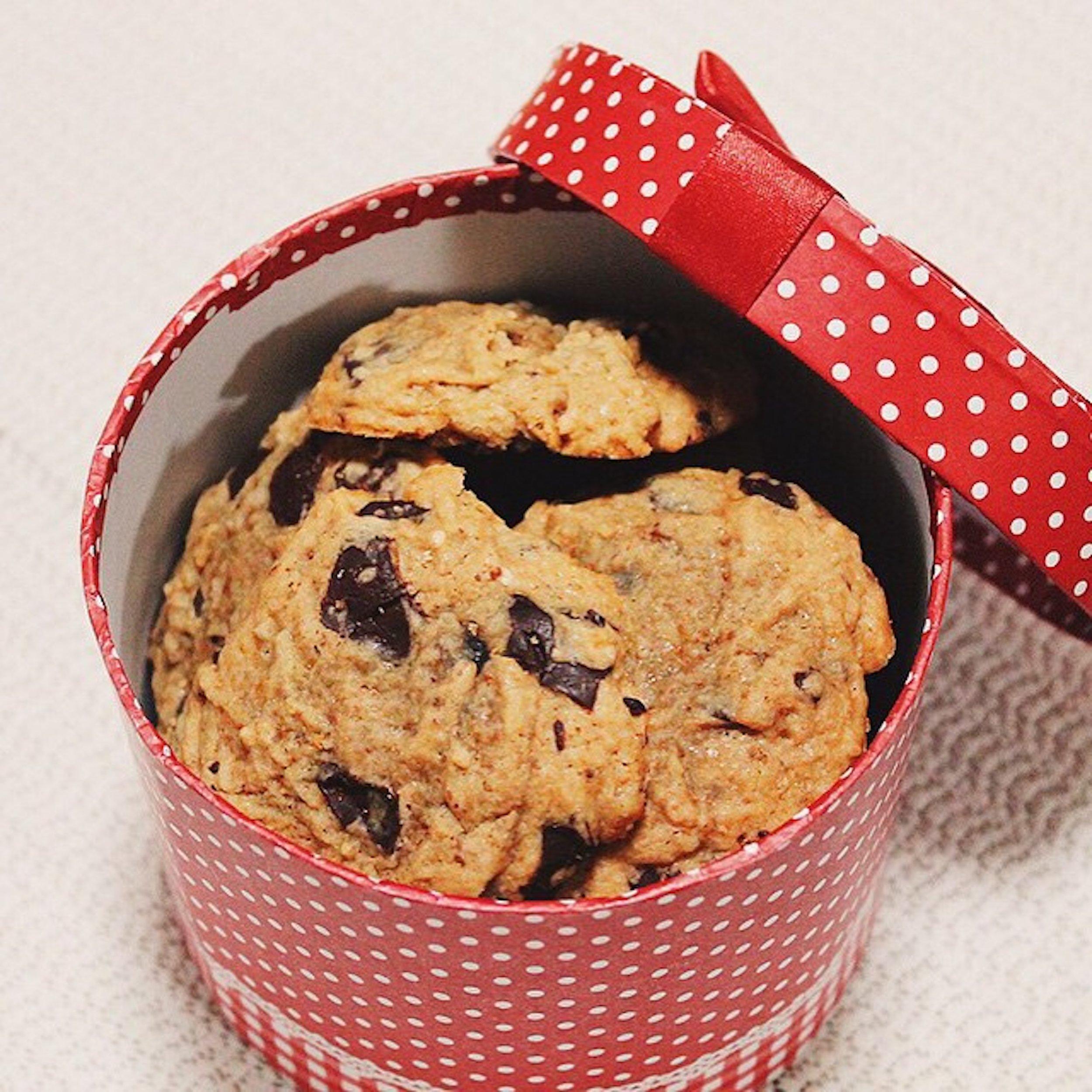 the rookie baker chocolate chip cookies.jpg