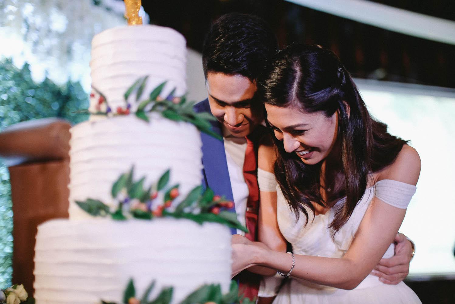 vergs roxci happilyevergara wedding cake.jpg