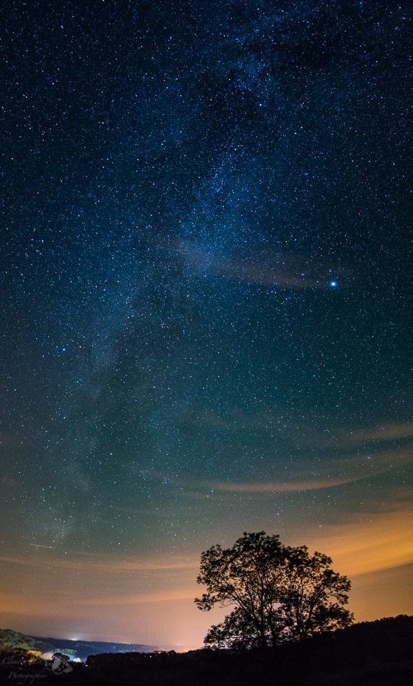 En automne, la voie lactée est visible à son maximum bien plus tôt qu'en été, entre 20h et 22h.