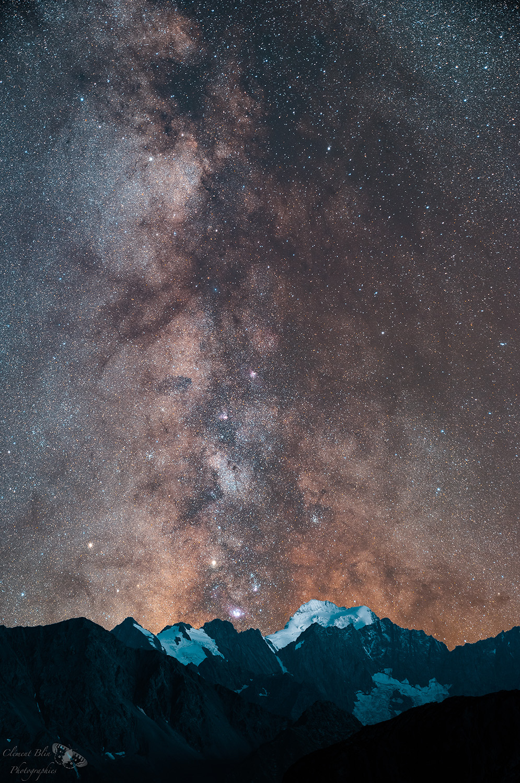 Voie lactée au dessus du Dôme des Ecrins. Sony A7, 24-70 GM à 55mm, F2,8, 800 isos, 20 minutes de pose (10 X 120 sec). Assemblage de deux photos.