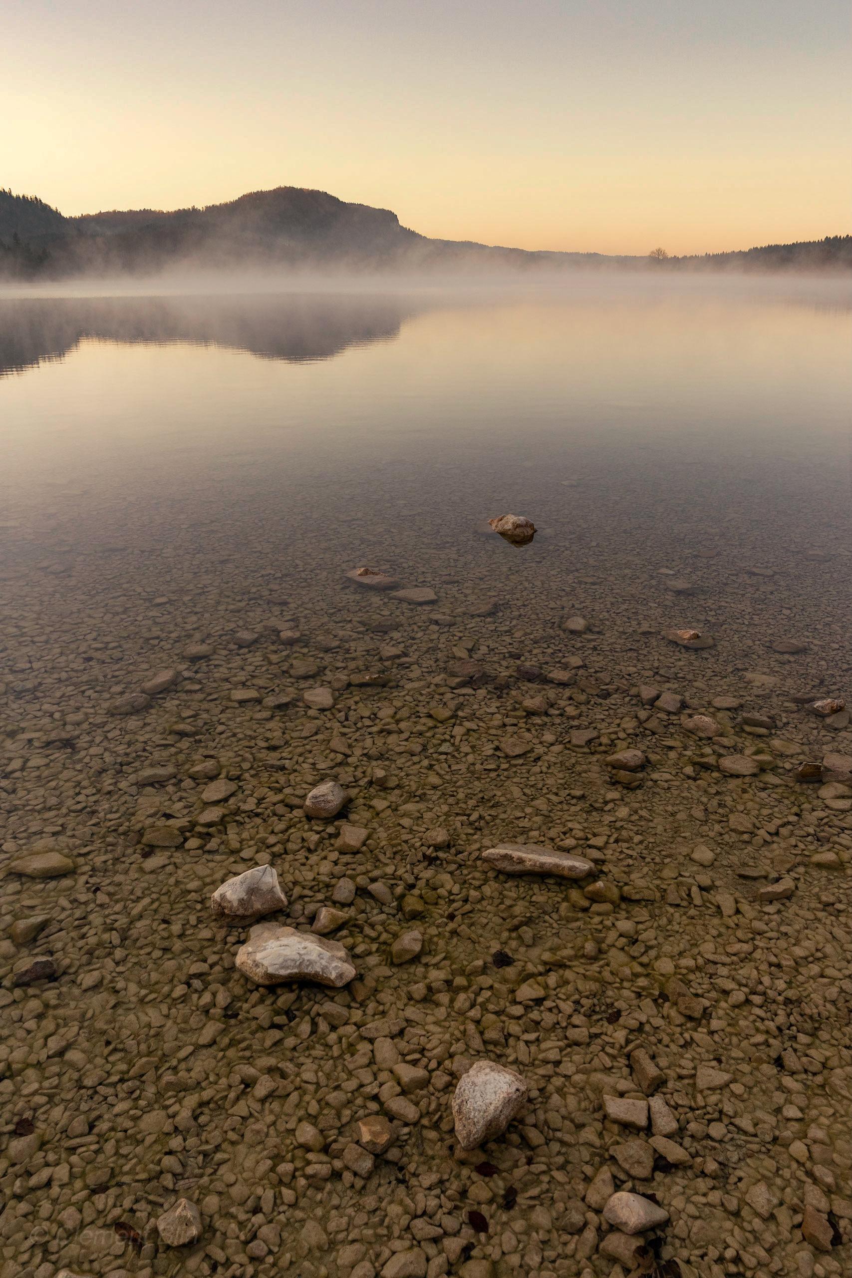 Lever de soleil au lac d'Ilay.