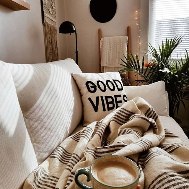 Exactly how everyone should end a Monday ☺️ . . . . . . . . . #upgradeyourlife #apartmentliving #apartmentstyle #apartmentdecor #hygge #hyggelife #hyggehome #positivevibes #lifestyle #plantlove #plant_addiction  #livesimply #livelocally #scandinavian #nordicvibes #aesop #dreamhome #makeitreality #oregonlife #nw23rd #pdxpride #feast #apartmentsforrent #friendsgiving #thanksgiving #dinnerparty #fallgoals #falldecor