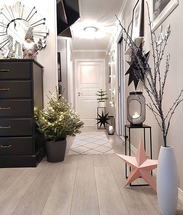 Lights and plants are a great way to make your entrance way come alive . . . . . . . . . #upgradeyourlife #apartmentliving #apartmentstyle #apartmentdecor #hygge #hyggelife #hyggehome #positivevibes #lifestyle #plantlove #plant_addiction  #livesimply #livelocally #scandinavian #nordicvibes #aesop #dreamhome #makeitreality #oregonlife #nw23rd #pdxpride #feast #apartmentsforrent #friendsgiving #thanksgiving #dinnerparty #fallgoals #falldecor