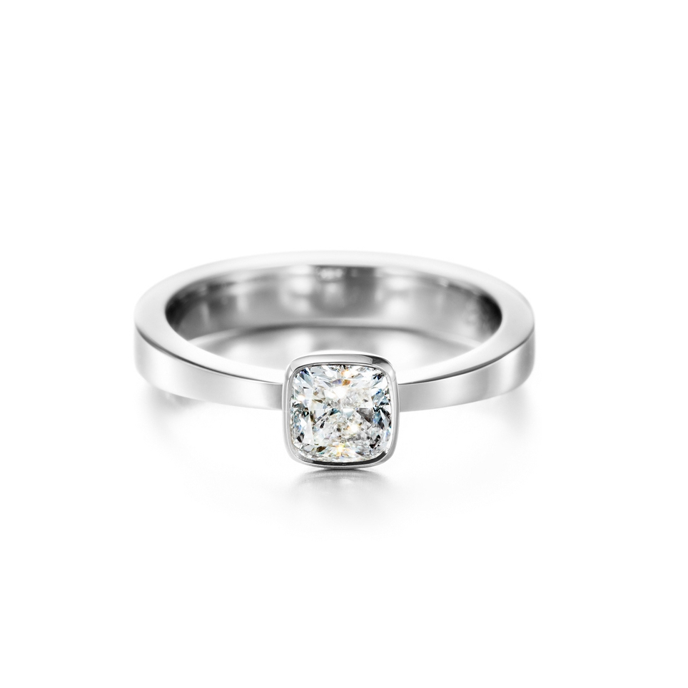 This beautiful and good quality 0.65ct diamond is cut in cushion shape. Timeless design.