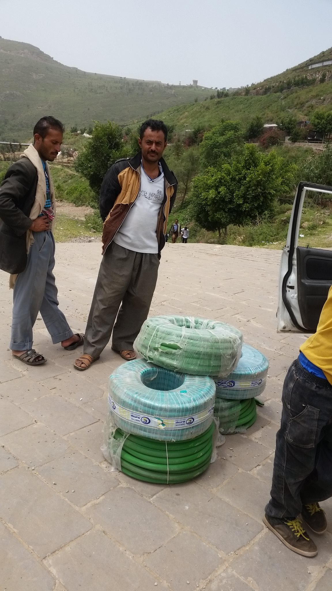 ibb zoo 12july 2017 DELIVERY OF HOSE WATER PIPE Kim's rescue mission.jpg