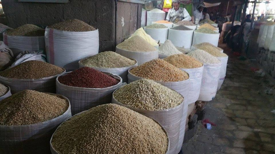 24th Dec Dr Al waaq photo studying prices food for horses.jpg salt market in old part of sana'a .jpg