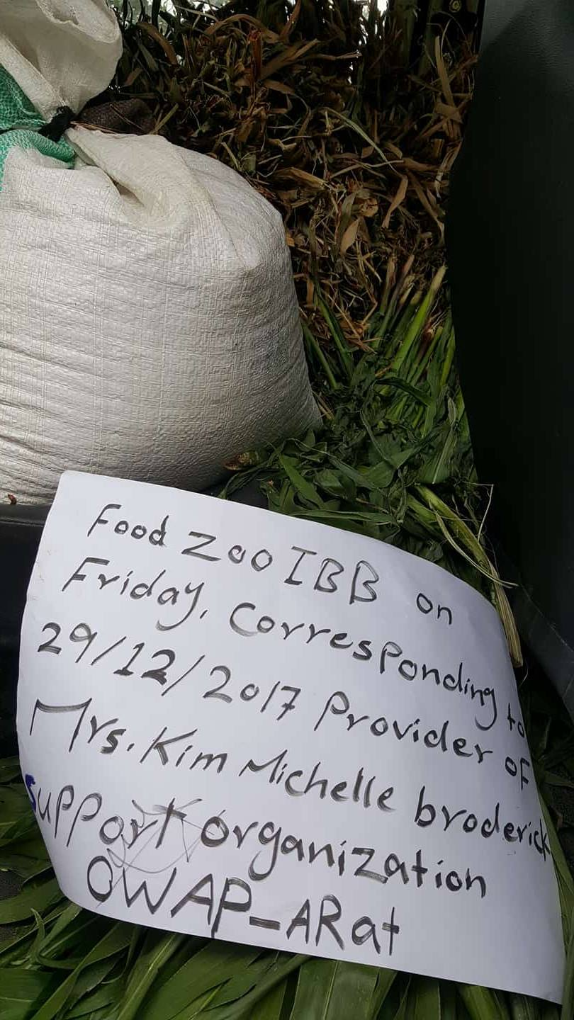 Ibb Zoo food delivery OWAP AR Broderick dec 29 2017 Salman grass and bags of grains.jpg