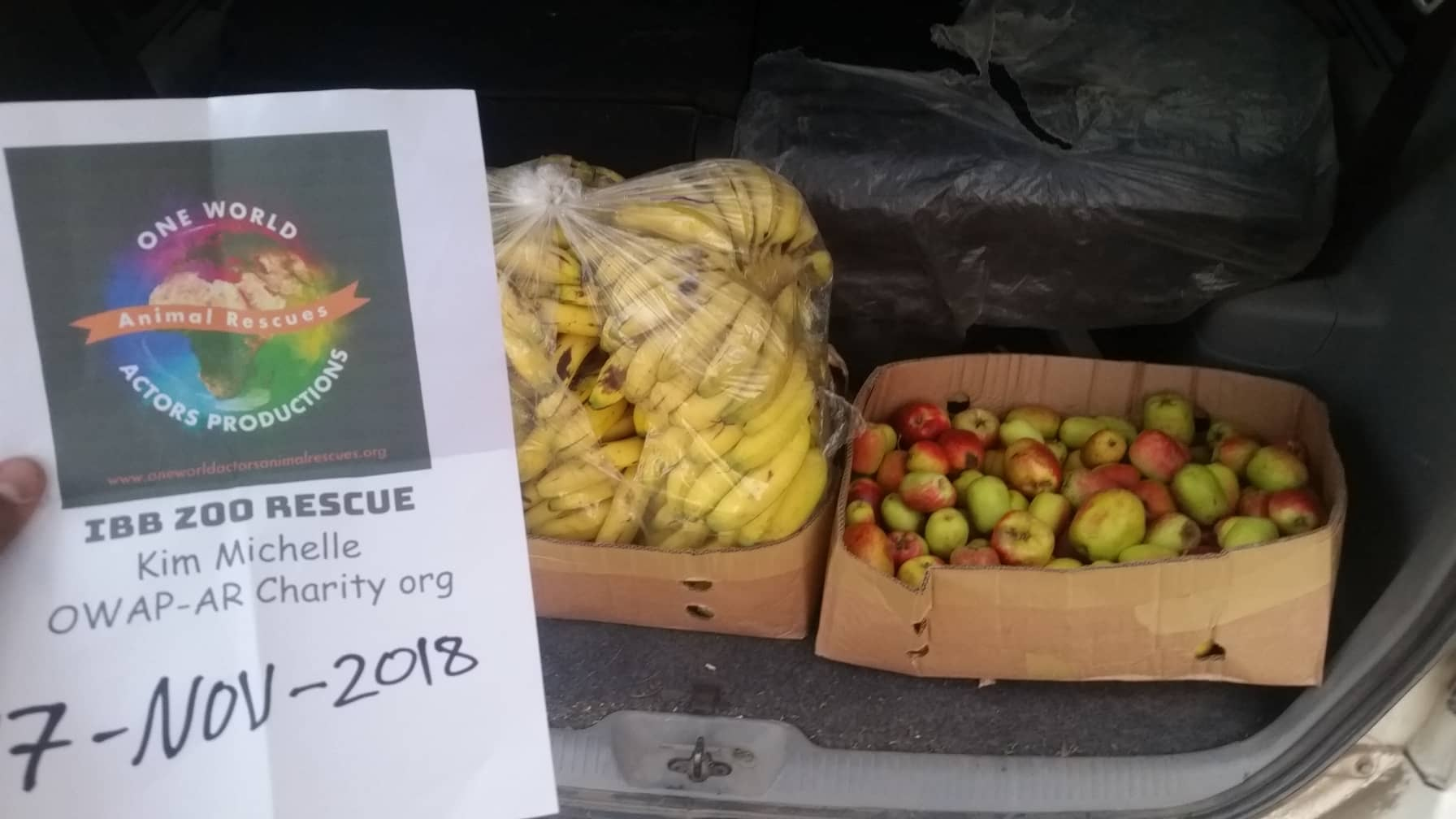 Ibb zoo rescue fruit for the baboons 17 NOV 2018 delivery and distribution today by Hisham OWAP-AR with sign.jpg