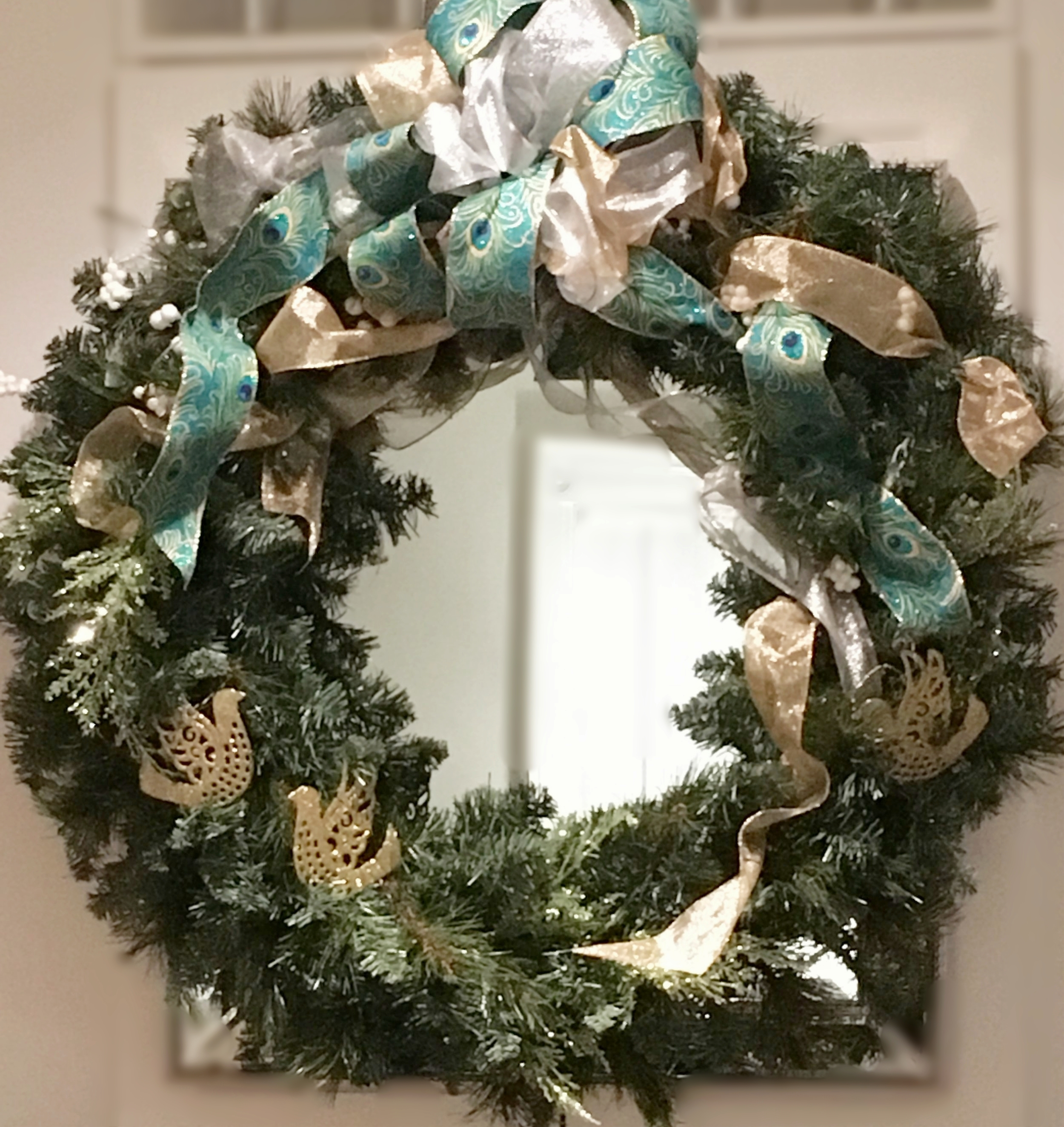 A coordinating wreath over the living room fireplace