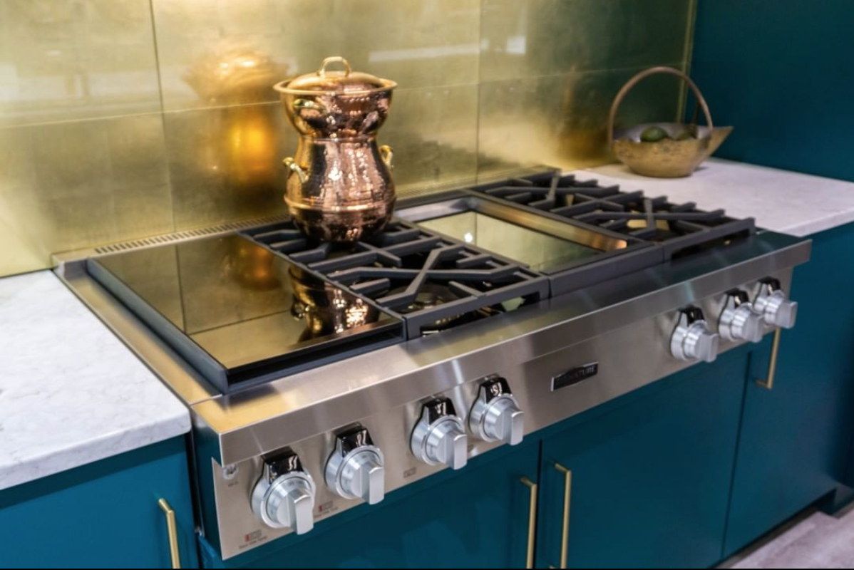 And a closeup of the   SKS   cooktop at   KBIS