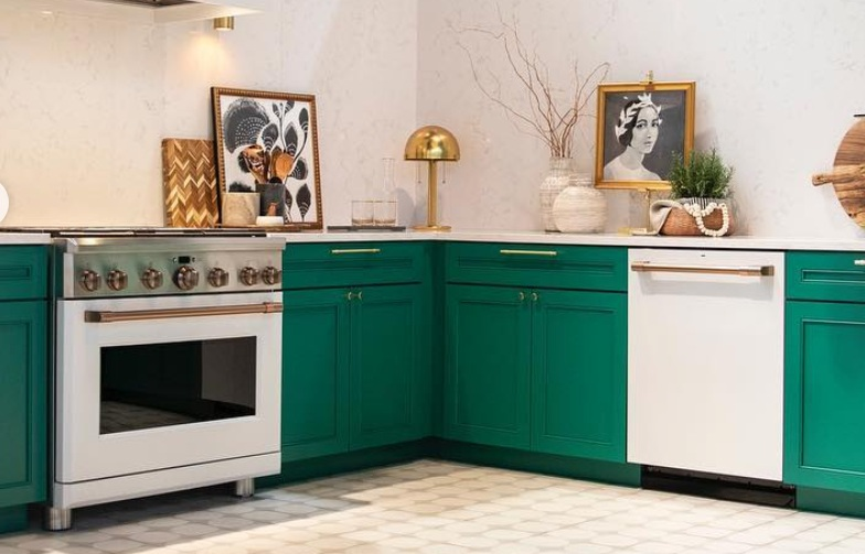 Kelly green cabinetry at the   Cafe Appliance   display at   KBIS