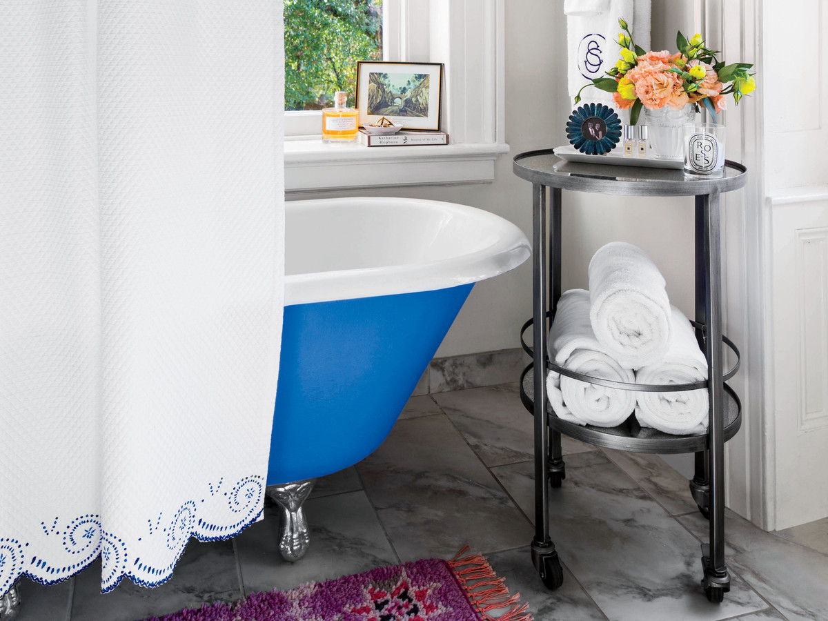 Painted clawfoot tub via   Southern Living     photo by     Laurey W Glenn   ,  Styling by   Elly Poston