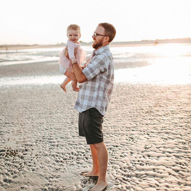 dads + daughters, man.  #dadsanddaughters #stellamyaphoto #newburyportmaphotographer #kingstonnhphotographer #sally #familyphotos #beachphotos
