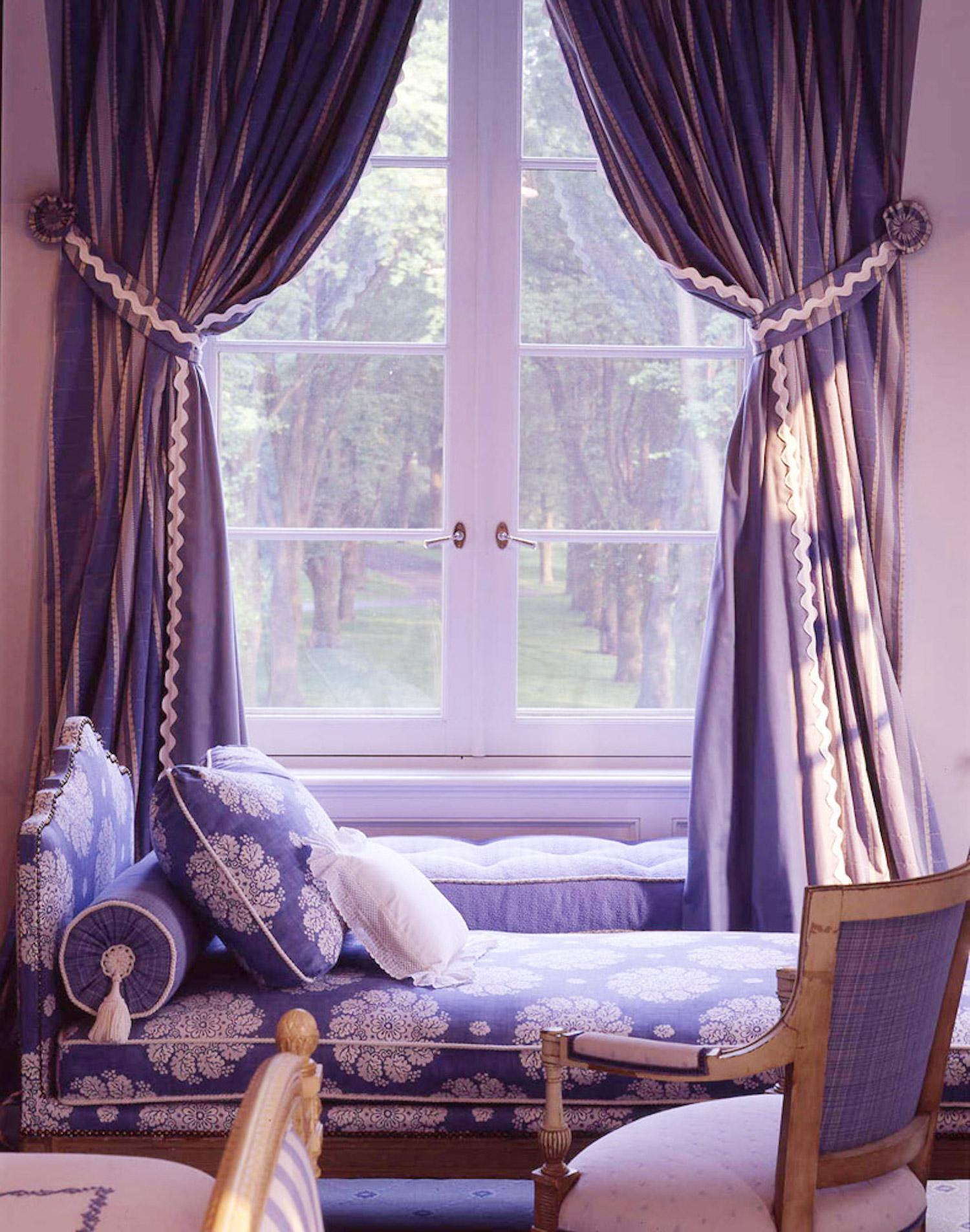 9704 day bed .jpg