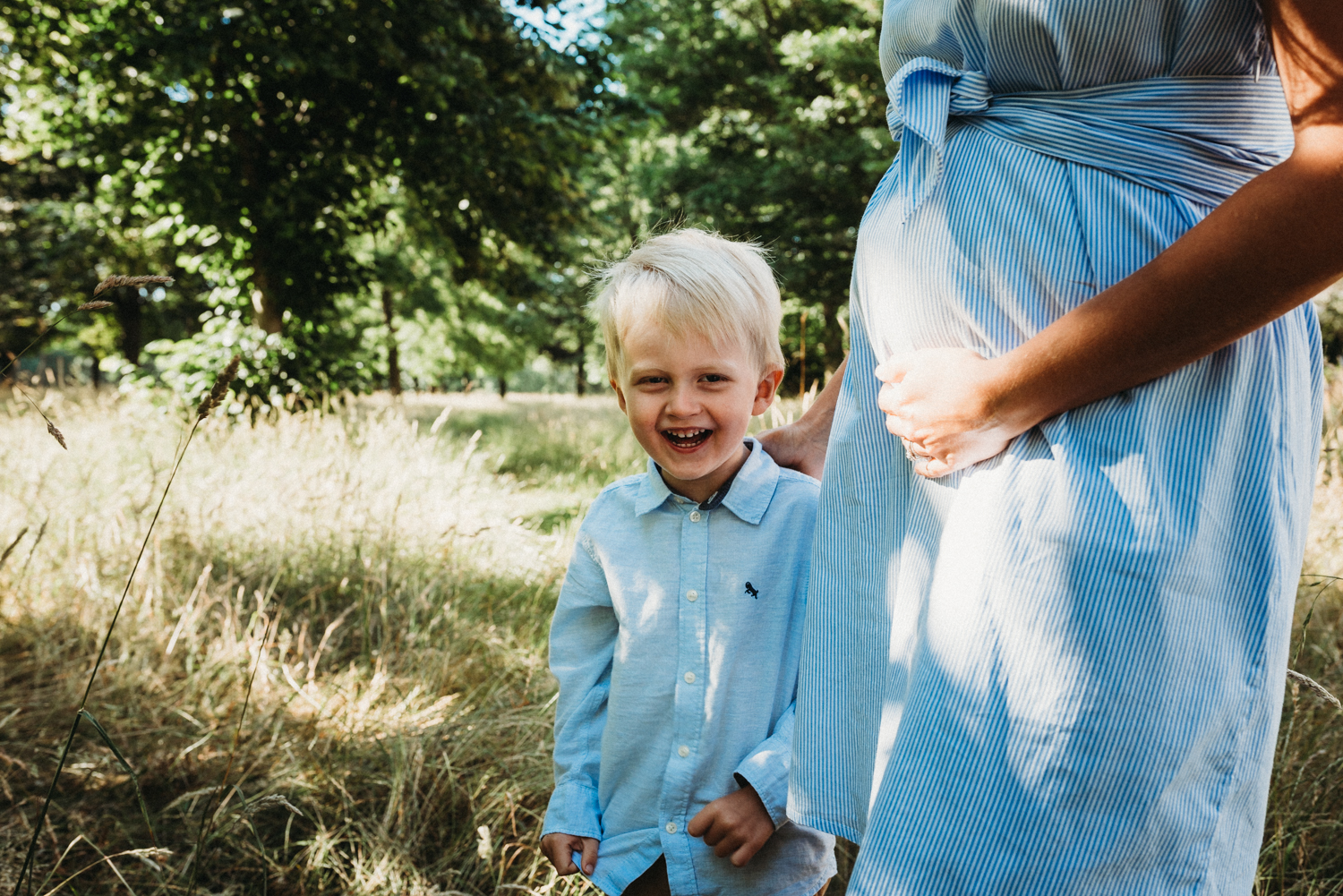 Pale blue is a great colour to wear to your maternity photoshoot