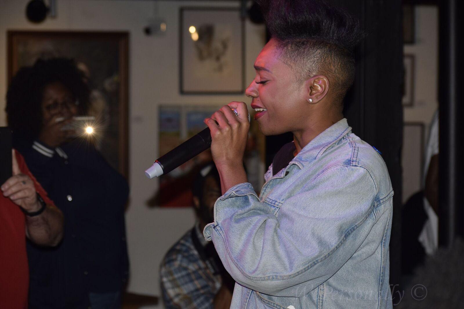 short haired girl singer imurj.jpeg