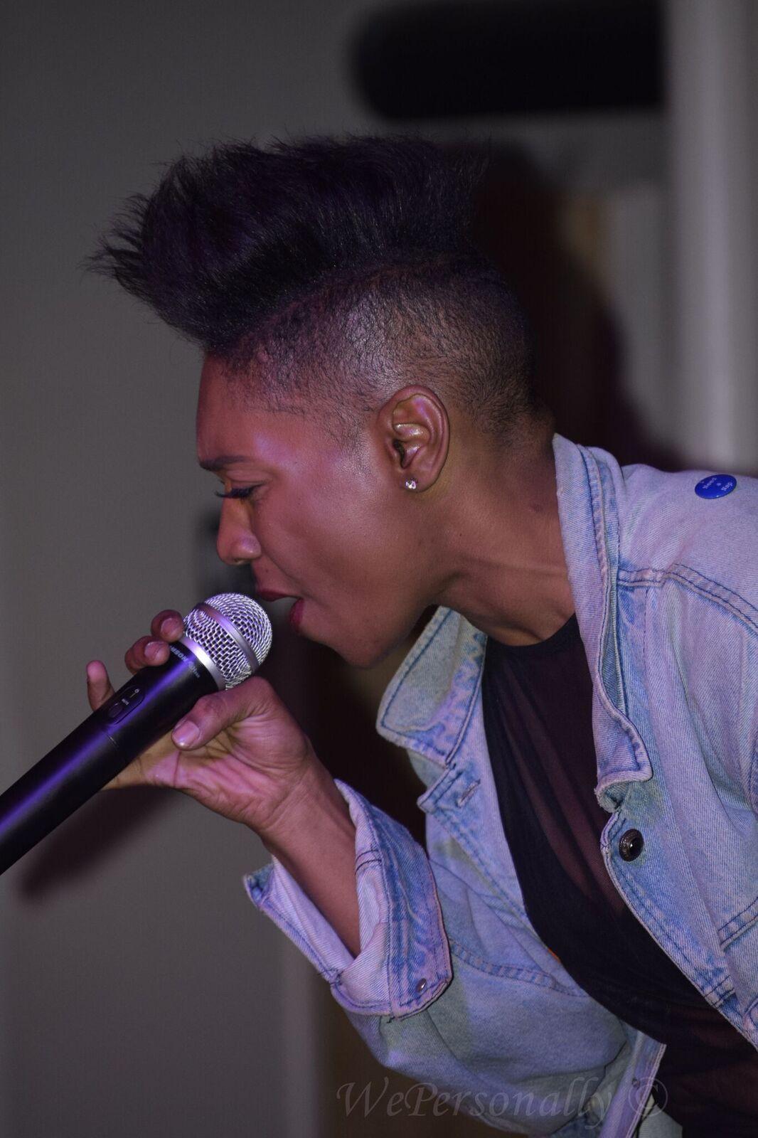 short haired singer imurj.jpeg