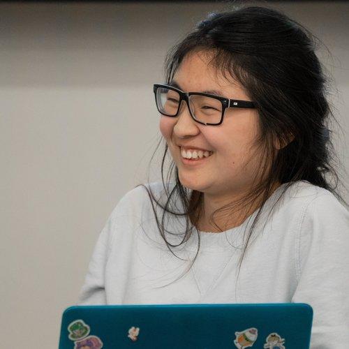 Wendi Yu presenting at DemoCamp 43.