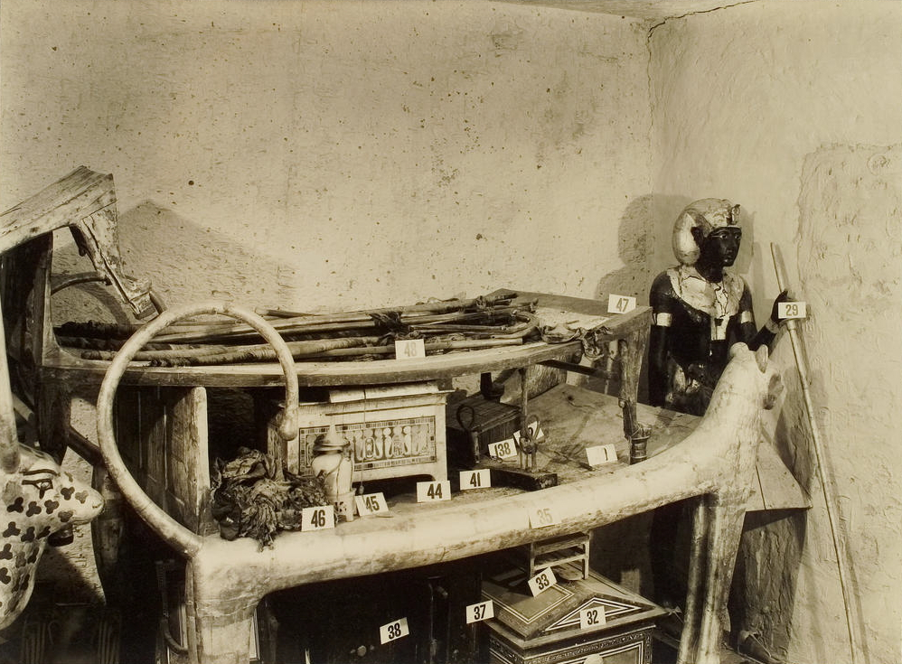 Harry Burton,  Tutankhamun tomb photographs  (1922), vol. 2. For more images of King Tut's tomb, click  here .