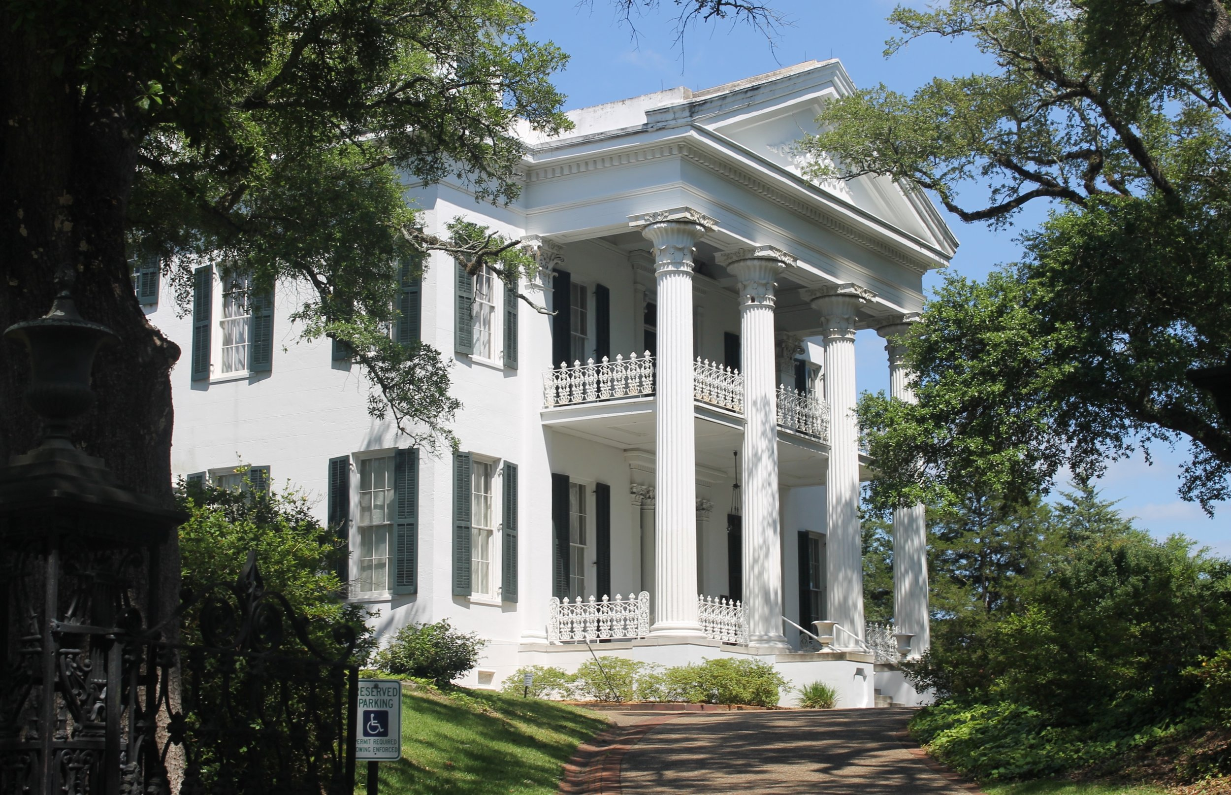 Stanton Hall , an old Mississippi cotton plantation