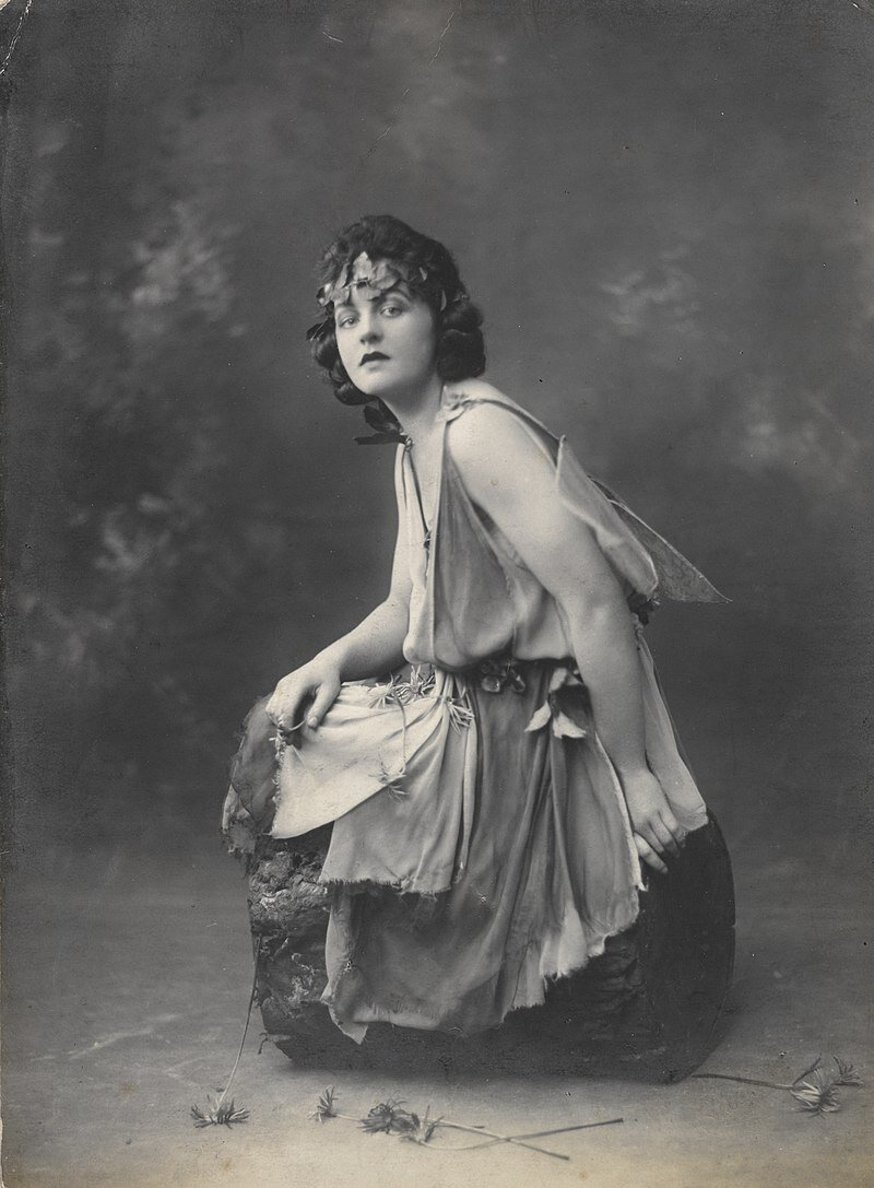 Portrait  of P. L. Travers, 1924, family and personal photographs collected by P.L. Travers, ca 1891-1980, State Library of New South Wales PX*D 334.