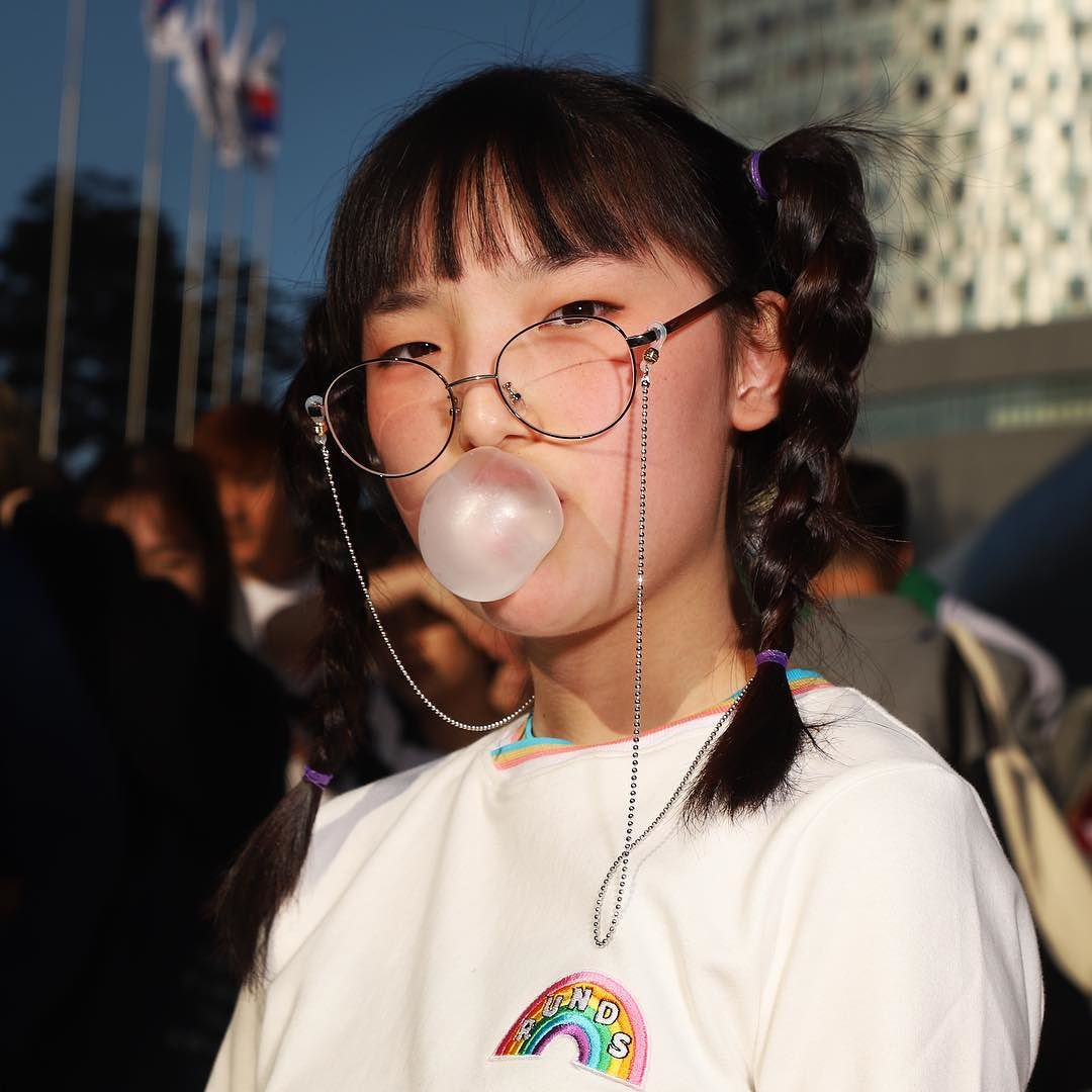 A first-year middle school student attending Seoul Fashion Week in October, 2017. 2017년10월서울패션위크에참석하고있는중학교1학년학생.