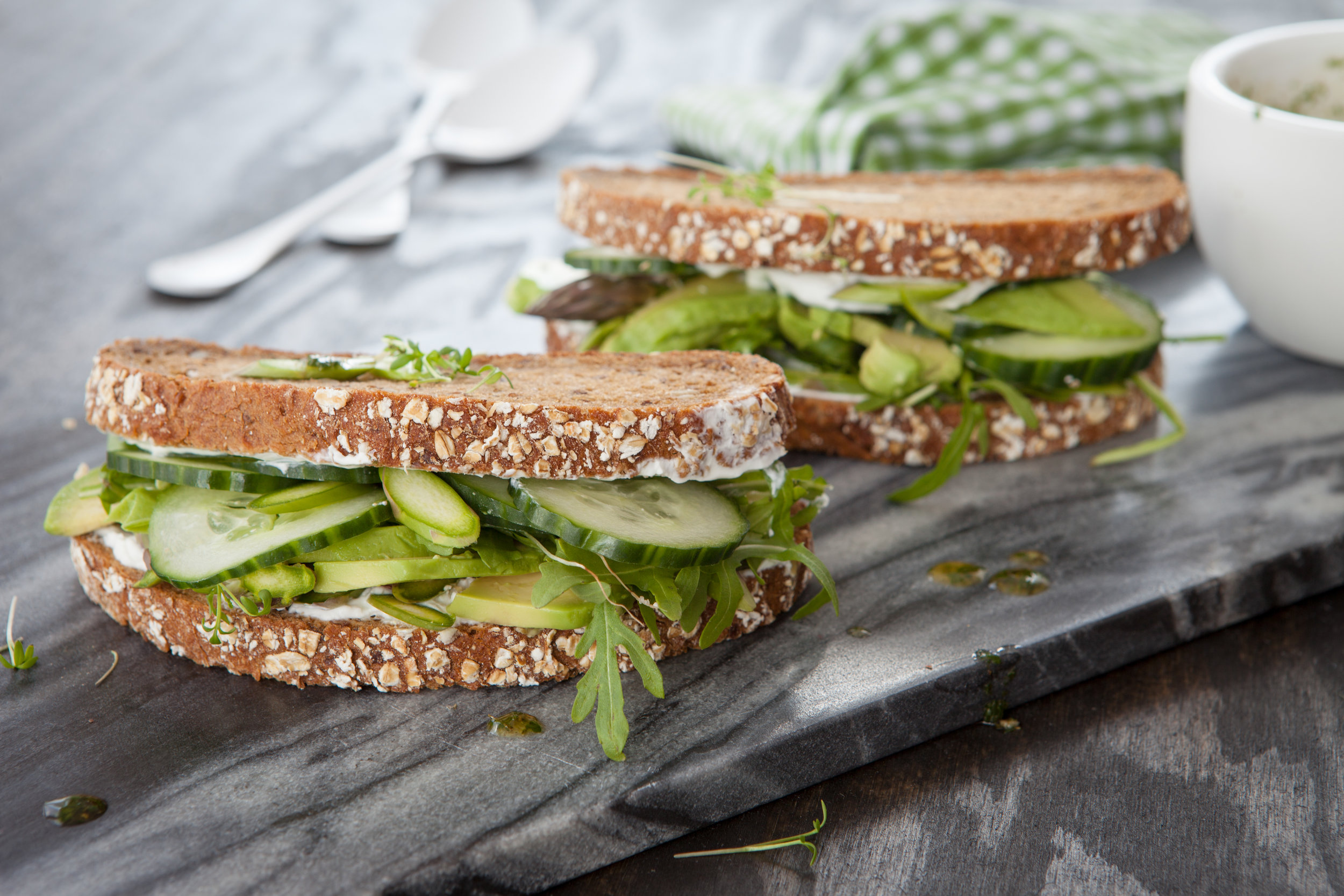 vegan-sandwich-with-avocado-PE67Q2A.jpg