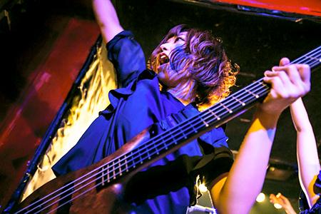 Yuko Miyakoshi (bass)