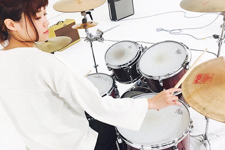 Yumiko Takeuchi (drums)