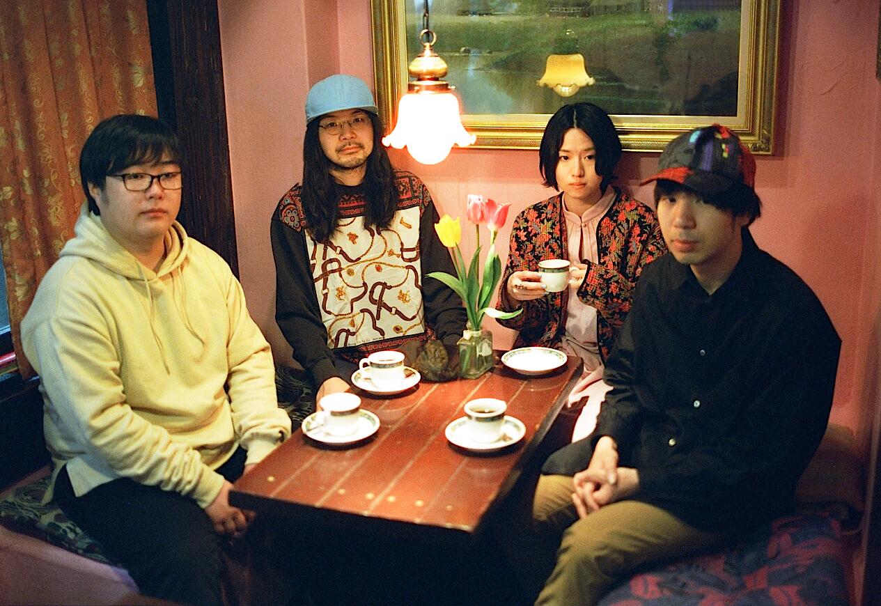 Tomomin (keyboard) ………….. Afee (drums) ………… Kuro (vocals, trumpet, synth) .………. Yusuke (guitar) -