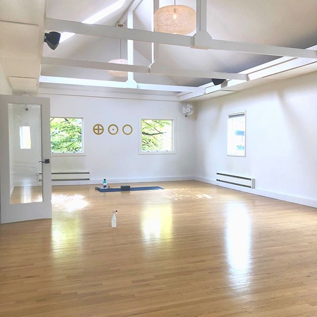 New Year, new goals. Renewed intentions. Check out Earth, Wind to get your sweat on in Seattle. They have my favorite soundtrack of any studio in the city! If you like the idea of doing your vinyasa to Bob Dylan, Alanis Morissette, The Beatles, and a little Justin Timberlake to mix it up, you'll love it here🙏🏻