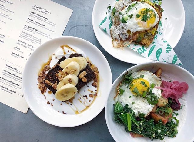The Juicebox Cafe has a new winter brunch menu and it does not disappoint!! Granted—this charming, veggie-powered cafe doesn't tend to disappoint with anything! Stop by to check out their new delicious dishes! 🌱 📷 @juicebox_cafe