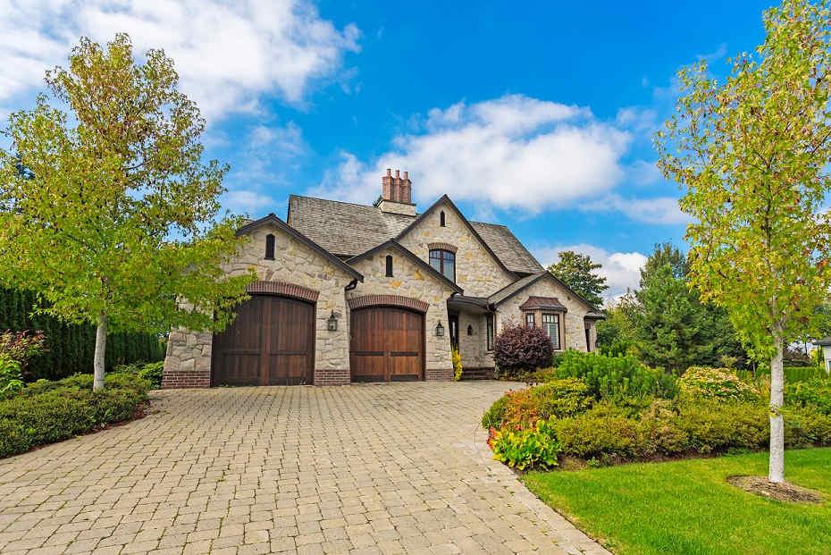 driveway to beautiful home