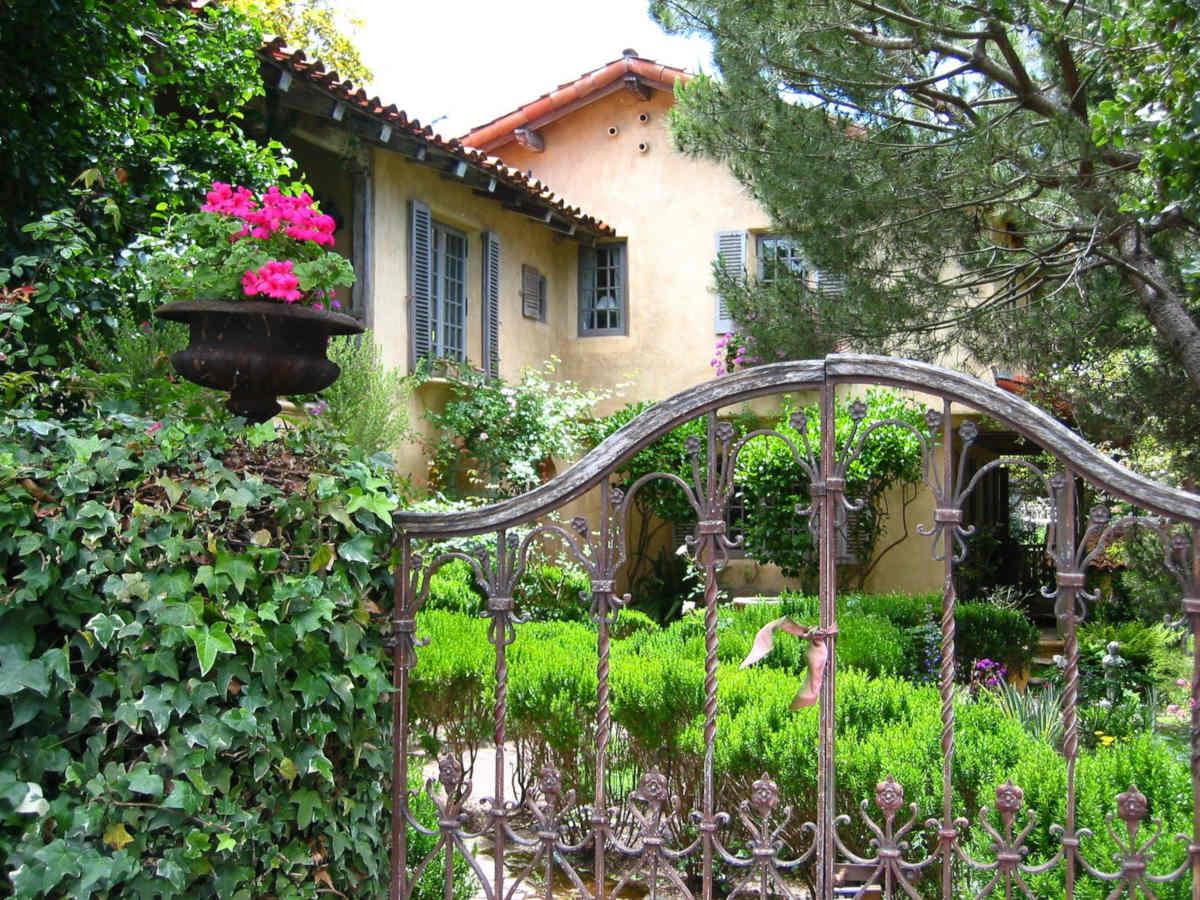 gated house.jpg