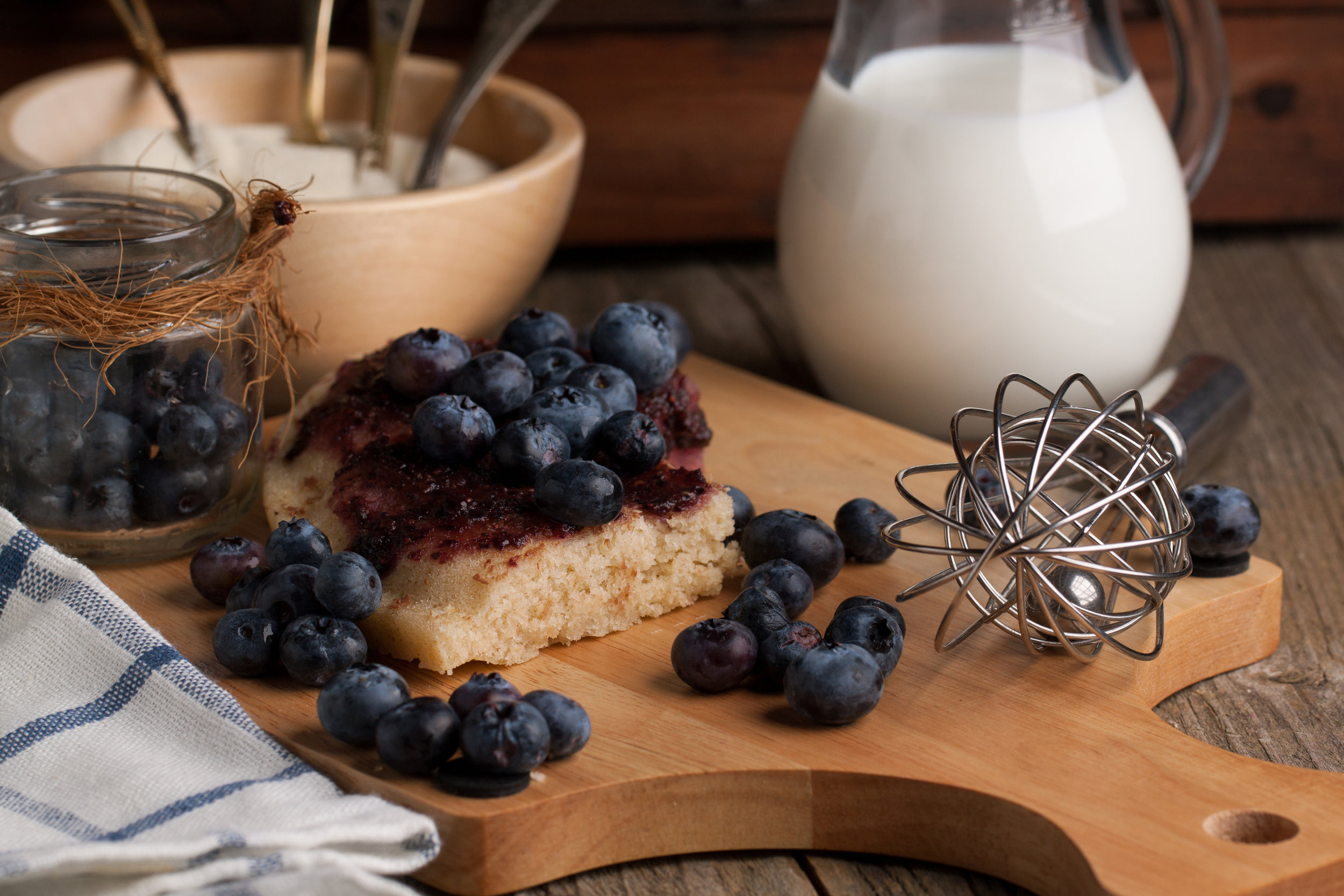 vanilla and blueberry pie, the inspiration for our soy wax candle