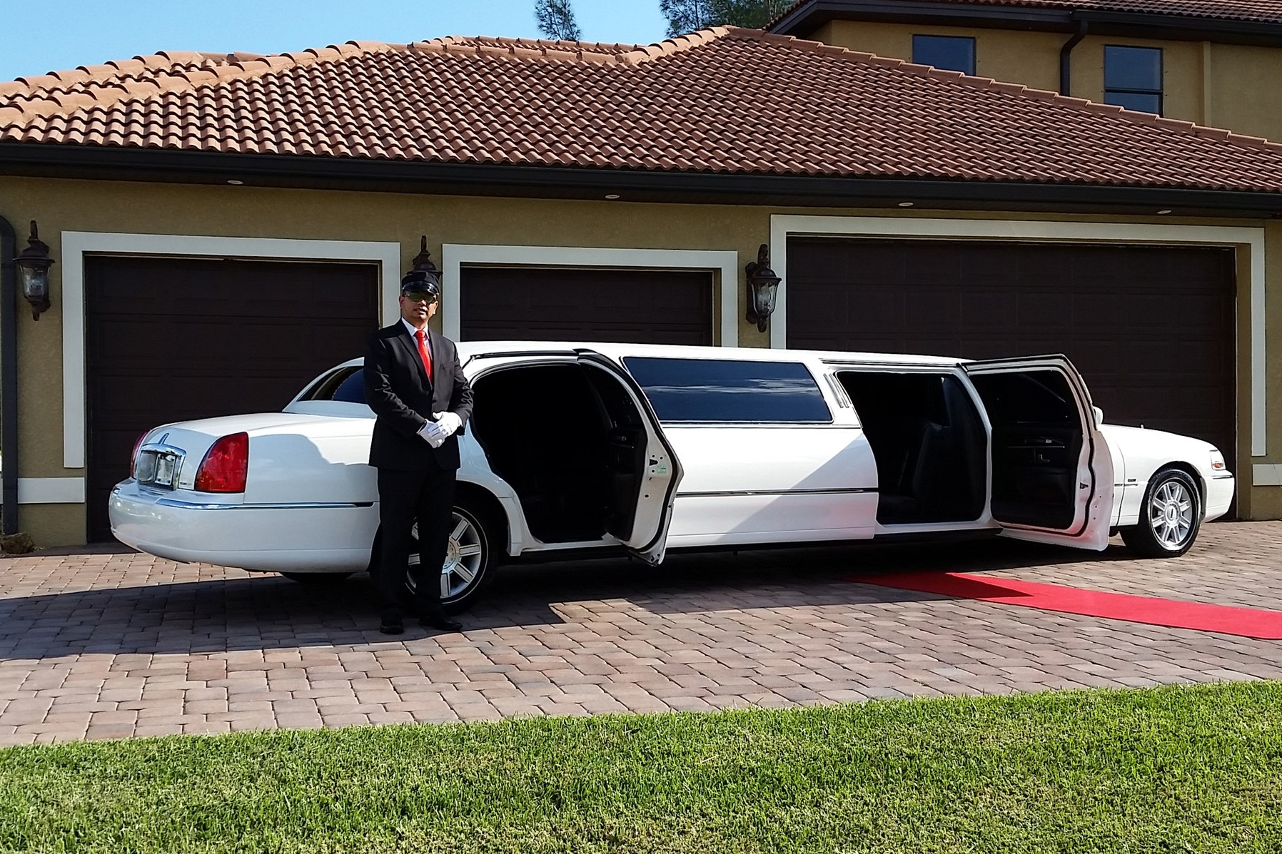 Tiffany Lincoln Town Car Stretch Limousine