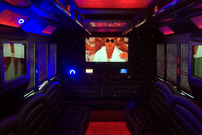 vip-limo-service-tiffany-f550-interior-05.jpg