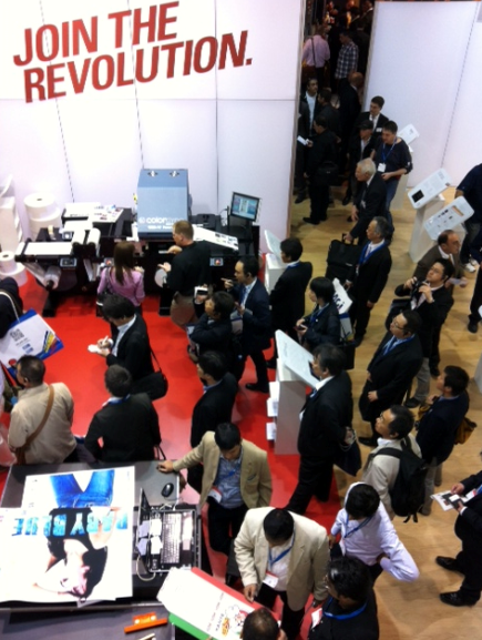 drupa+booth+crowd.png